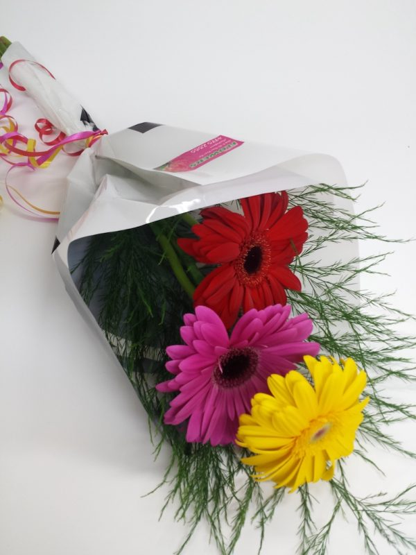 Simplicity. Away With Flowers. Mundingburra Florist.